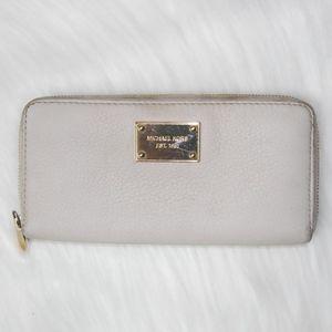 Authentic Michael Kors Cream Wallet